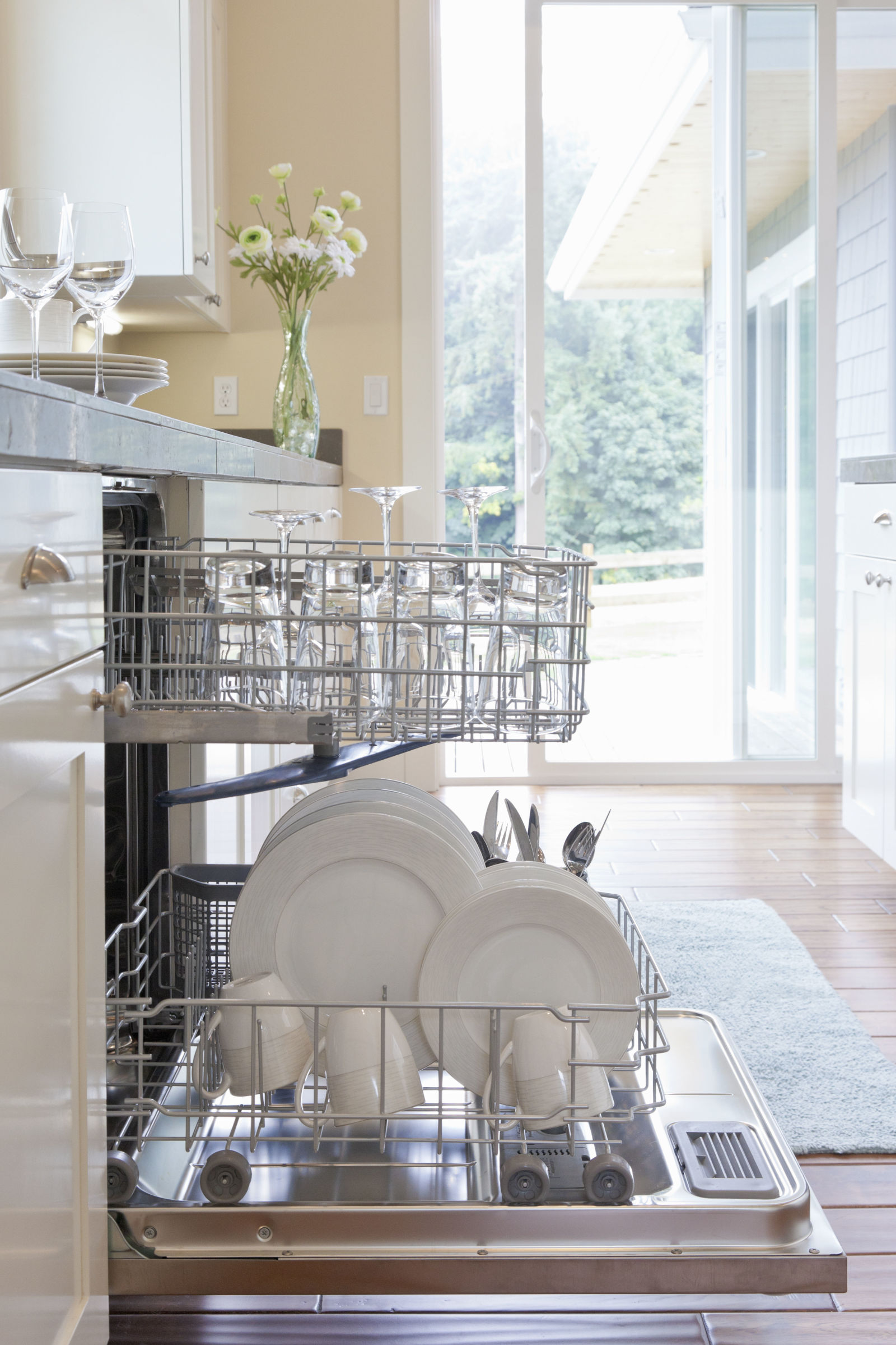 gallery-1459452951-do-dishwasher-duty-getty-credit-ml-harris